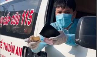 Thấy xe cấp cứu chạy thẳng vô quán, bà chủ giật mình nhưng liền có hành động ấm lòng sau đó