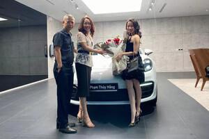 Nữ sinh Nghệ An gây choáng khi tốt nghiệp đại học được bố mẹ tặng siêu xe Porsche 8 tỷ đồng
