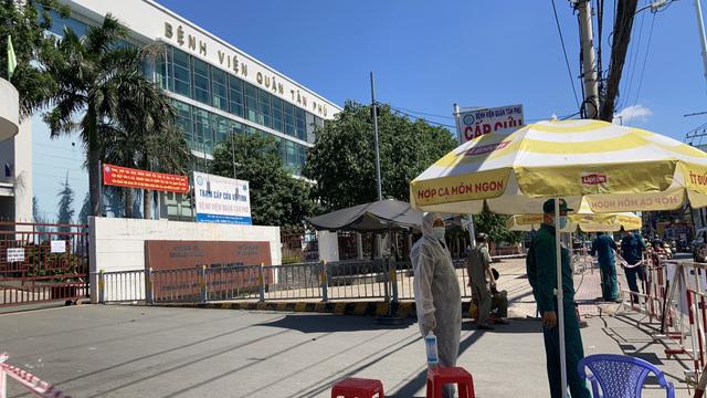 Một cán bộ công an mắc Covid-19, UBND quận Tân Phú ngừng giao dịch trực tiếp