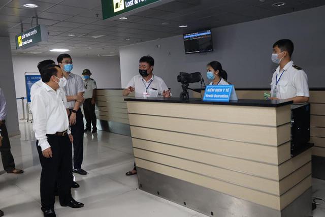 Nghệ An tạm dừng các hoạt động dịch vụ không thiết yếu tại 5 địa phương giáp ranh Hà Tĩnh