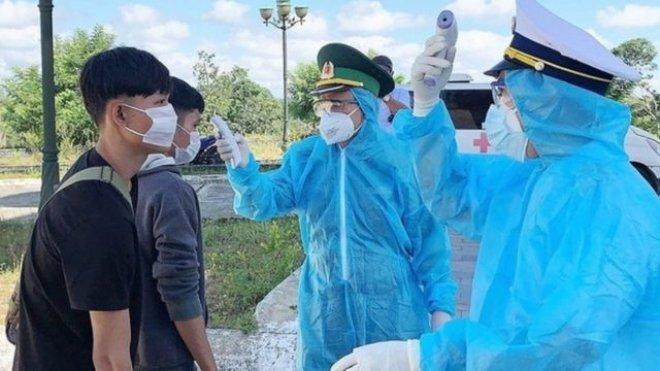 5 người bơi qua sông biên giới, nhập cảnh trái phép vào Việt Nam