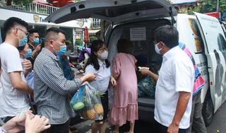 """Ông Đoàn Ngọc Hải bán hết xe hoa quả sau 15 phút, """"lãi"""" hơn 4 triệu đồng"""