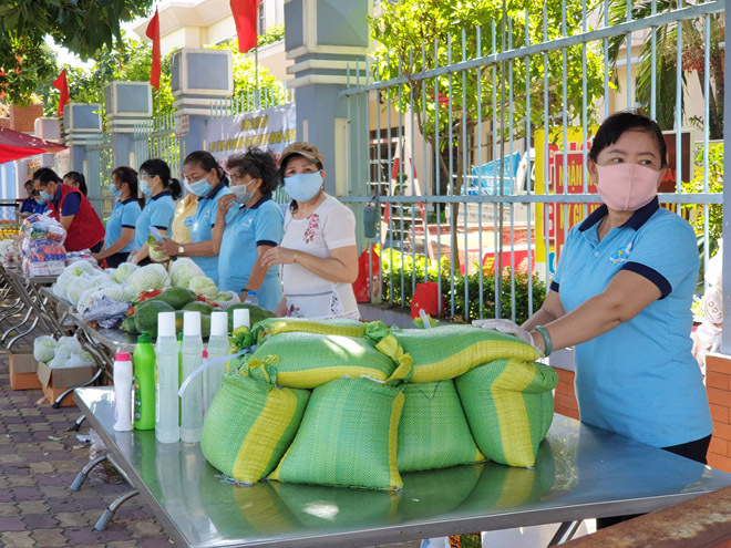 Gian hàng 0 đồng và hình ảnh ấm lòng ở Sài Gòn giữa dịch COVID-19