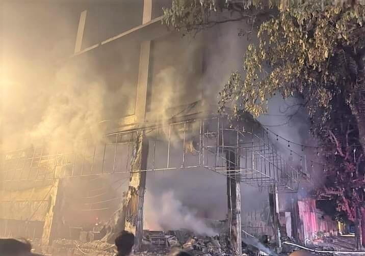 Phòng trà bốc cháy dữ dội trong đêm, 6 người tử vong