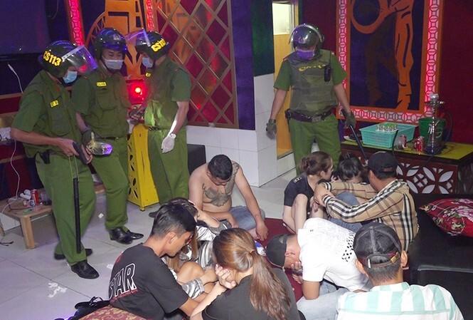 Gần trăm thanh niên mở tiệc ma tuý trong khách sạn