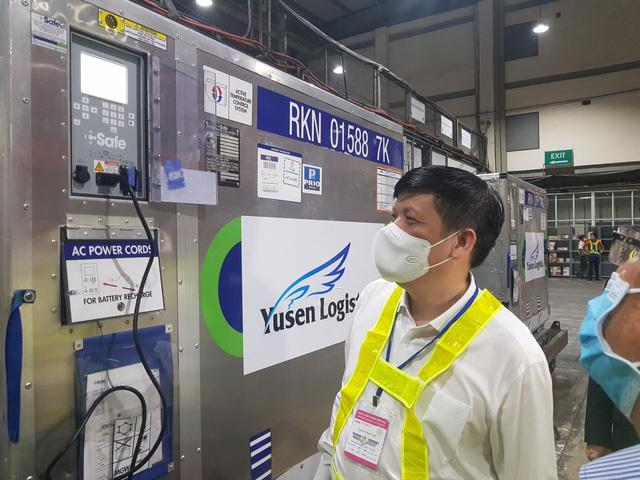 Gần 1 triệu liều vaccine COVID-19 do Nhật Bản hỗ trợ đã tới sân bay Nội Bài