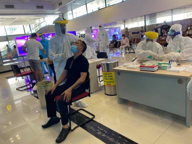 Hà Nội xét nghiệm nhanh SARS-CoV-2 cho hành khách từ TP.HCM đến sân bay Nội Bài