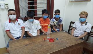 5 thanh niên ở tâm dịch Bắc Giang thản nhiên tụ tập