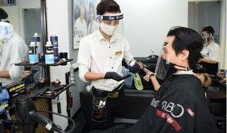 Hà Nội mở lại tiệm cắt tóc, ăn uống trong nhà từ 0h ngày 22/6
