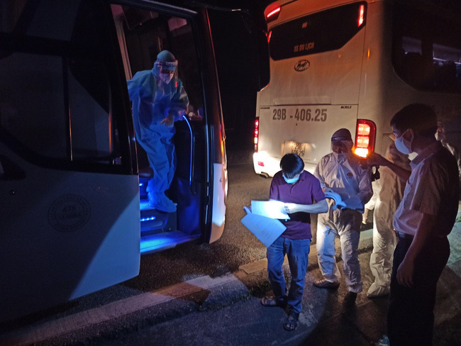 Đón hơn 400 công nhân trở về từ tâm dịch Bắc Giang