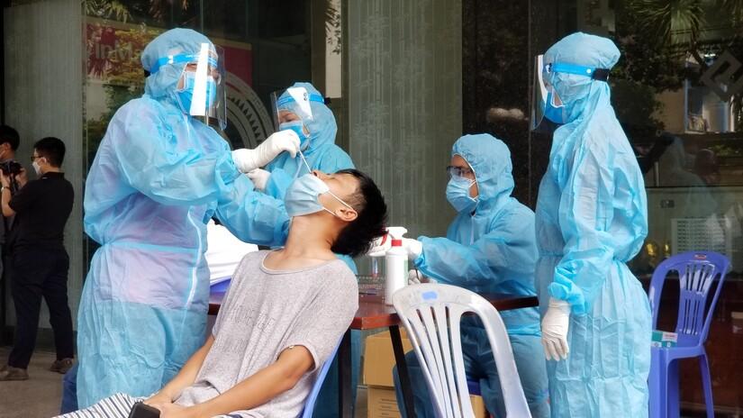 Cả nước ghi nhận 15 ca mắc mới Covid-19, TP.HCM bổ sung thêm 563 ca bệnh