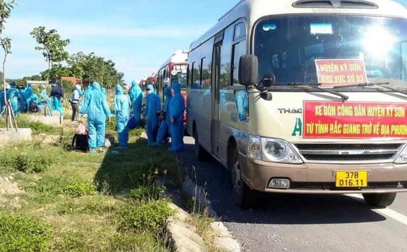 Nghệ An đón 900 công nhân từ vùng dịch Bắc Giang về quê