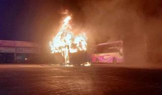 Đắk Lắk: Đang đỗ ở bến, 4 xe khách bất ngờ bốc cháy