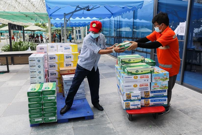 Hàng ngàn món quà dinh dưỡng từ Vinamilk gửi tặng đến các y bác sĩ, người thân trong ngày gia đình Việt Nam