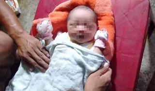 Xót xa bé sơ sinh bị bỏ rơi bên vệ đường với nhiều vết côn trùng cắn