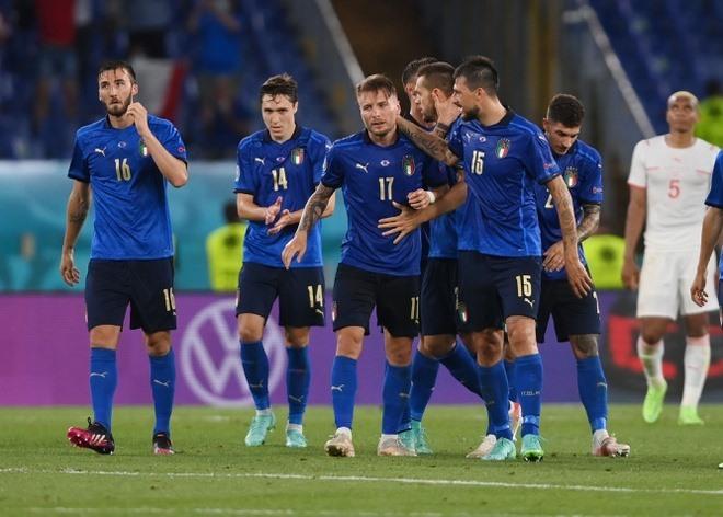 Mèo và Rùa tiên tri dự đoán trái ngược về đấu giữa Italia và Bỉ