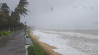 Áp thấp di chuyển nhanh trên Biển Đông, sóng biển cao 2-4m