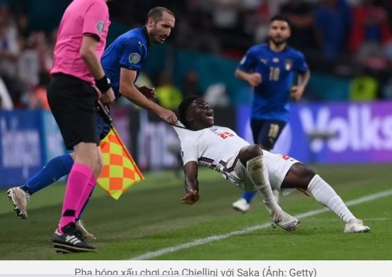 Chiellini bị lên án vì hành vi chơi xấu đối thủ trong trận chung kết