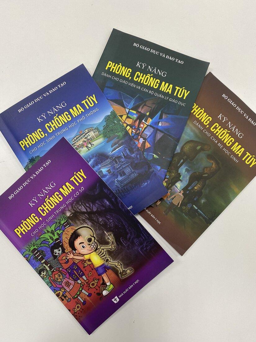 Sách Kỹ năng phòng, chống ma túy dành cho học sinh Trung học phổ thông, hành trang quý báu của các em học sinh