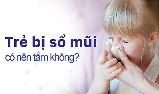 Trẻ bị sổ mũi có nên tắm không
