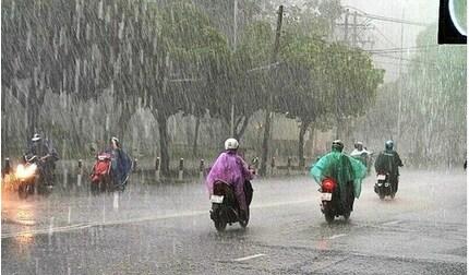 Thời tiết cuối tuần: Áp thấp nhiệt đới gây mưa lớn ở miền Bắc và miền Trung