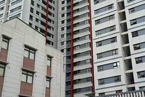 Hà Nội: Rơi từ chung cư xuống, bé trai 3 tuổi tử vong