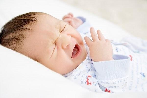 trẻ ngạt mũi về đêm