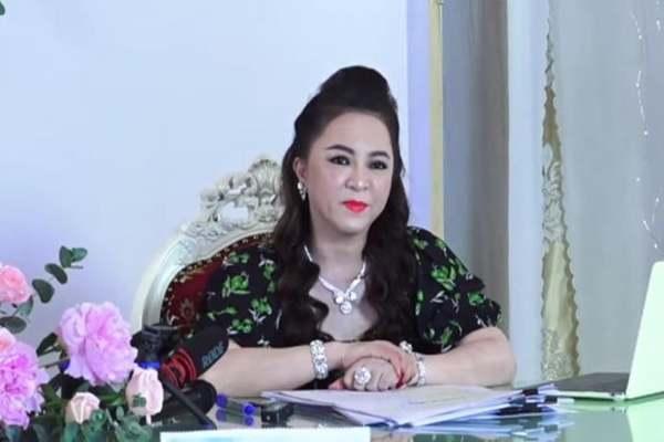 Bà Nguyễn Phương Hằng bất ngờ tuyên bố sẽ không mua vaccine Covid-19 như đã hứa