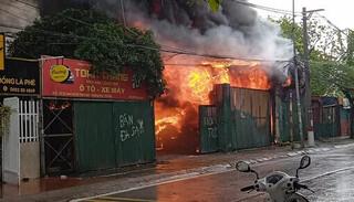 Hà Nội: Cháy lớn kho hàng điện tử trong ngày đầu giãn cách xã hội