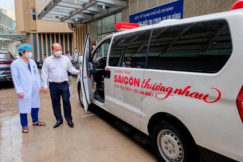 Ông Lê Trọng Khương – Phó Chủ tịch Tập đoàn Hưng Thịnh kiêm Tổng Giám đốc Hưng Thịnh Land tại buổi trao tặng 1 xe cứu thương cho BV điều trị Covid-19 An Bình