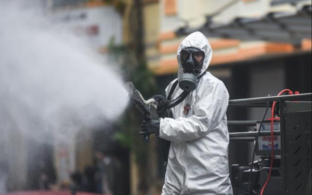 Bộ Y tế yêu cầu không phun hóa chất khử khuẩn diệt SARS-CoV-2 ngoài trời hay vào người