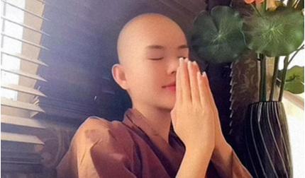 Ngọc Trinh xuống tóc quy y vì bị tuyển thủ U22 Việt Nam 'cắm sừng'?