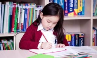 Dịch Covid-19 bùng phát, cách nào giúp trẻ tự tin hòa nhập với môi trường lớp 1