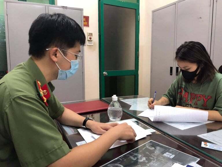 Xử phạt cô gái khoe dùng 'thẻ đỏ quyền lực của ba' để qua chốt kiểm dịch