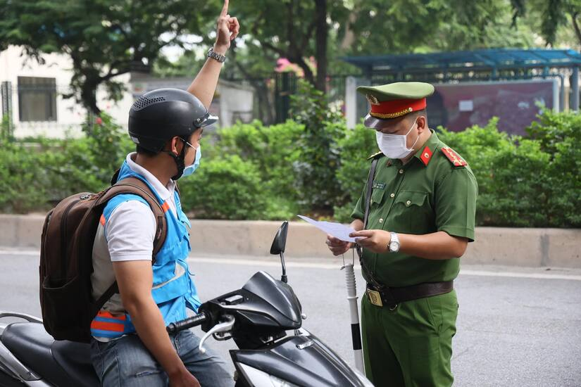 Phó Chủ tịch TP.Hà Nội lý giải việc thành phố siết chặt kiểm soát giấy đi đường