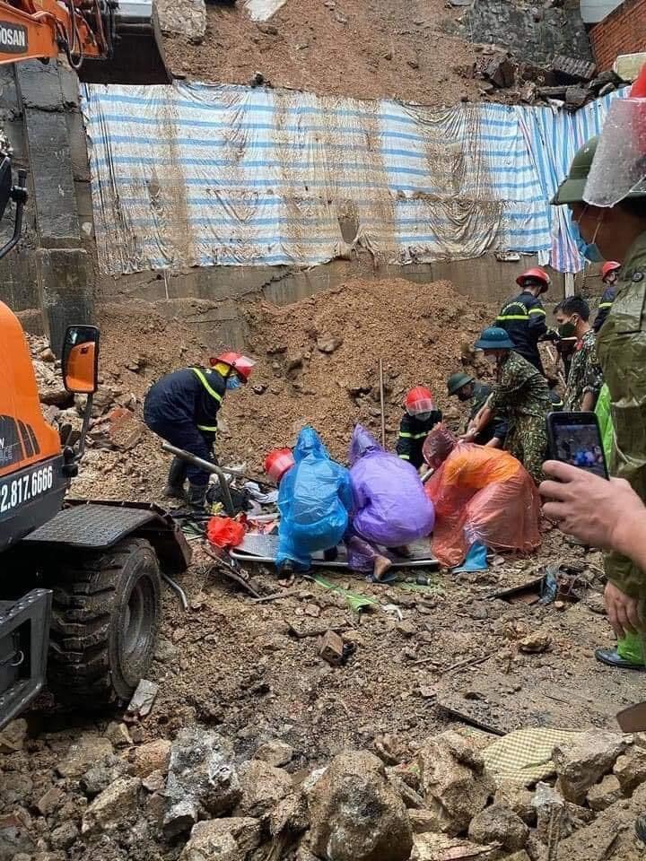 Sạt lở đất kinh hoàng ở Quảng Ninh khiến 4 công nhân bị vùi lấp