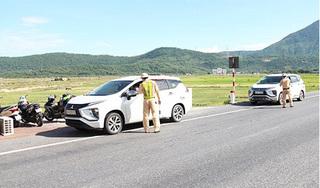 Phạt 15 triệu đồng với 2 xe ô tô chở người từ TP. HCM về Hà Tĩnh