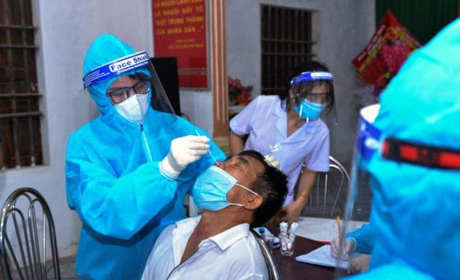 Nam bảo vệ tổ dân phố ở Hà Nội dương tính Covid-19