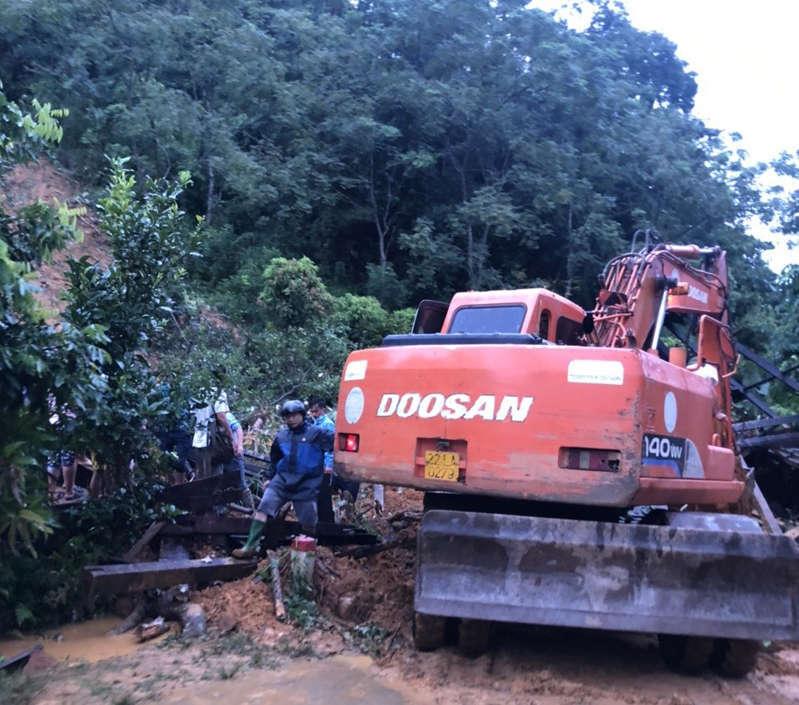 Sạt lở đất kinh hoàng ở Tuyên Quang khiến 3 cháu nhỏ trong gia đình tử vong