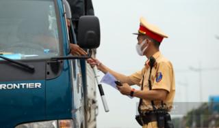 Hà Nội: Yêu cầu các hộ dân ký cam kết không ra ngoài khi không có lý do chính đáng