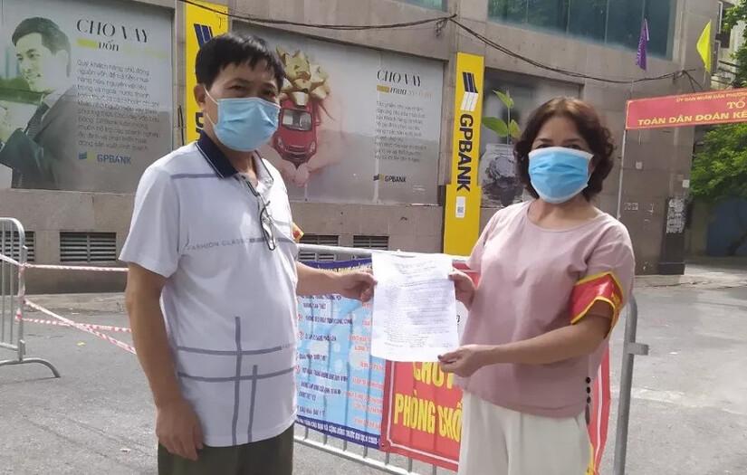 Hà Nội yêu cầu các hộ dân ký cam kết không ra ngoài khi không có lý do chính đáng