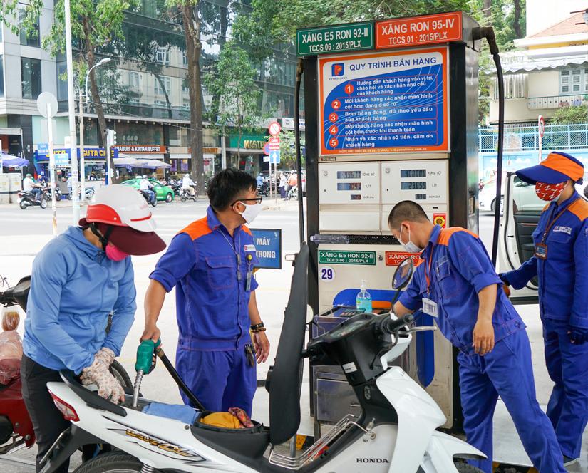 Giá xăng dầu giảm mạnh từ chiều ngày 26/8