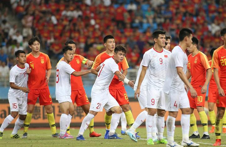 Báo Trung Quốc chỉ ra điểm yếu cố hữu của đội nhà