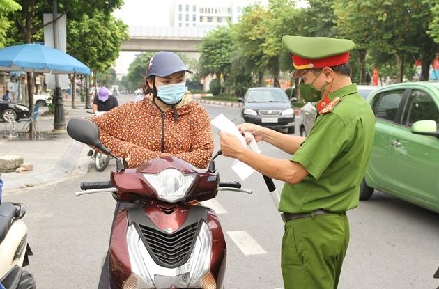 Huyện Thanh Trì yêu cầu người đi đường phải có lịch trực, lịch làm việc