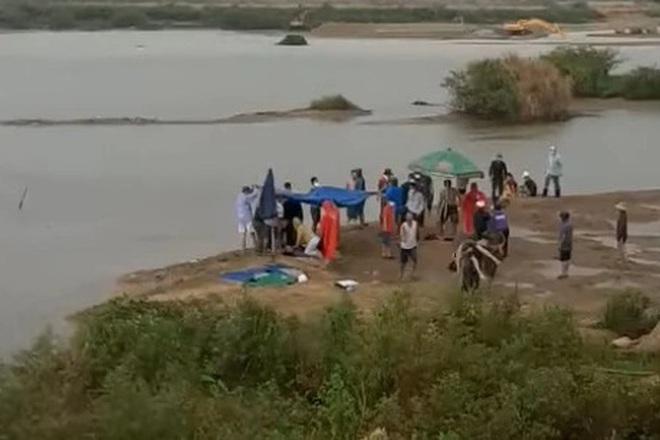 Sụp xuống hố nước sâu khi đi bắt hến, 3 người trong gia đình ở Quảng Ngãi tử vong