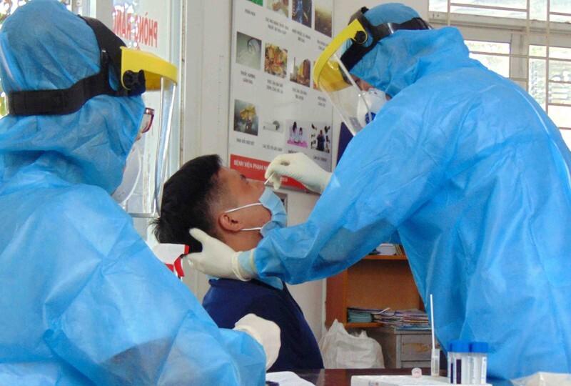 Nam Định phát hiện 2 bố con ở Hải Hậu dương tính Covid-19, cháu bé mới 6 tuổi