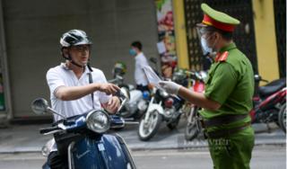 Hà Nội sắp đổi mẫu giấy đi đường, chưa triển khai đã thấy phiền toái!