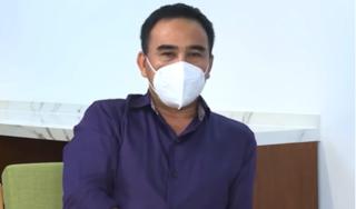 MC Quyền Linh gặp sự cố trên sóng livestream giải đáp thắc mắc của hàng nghìn người dân