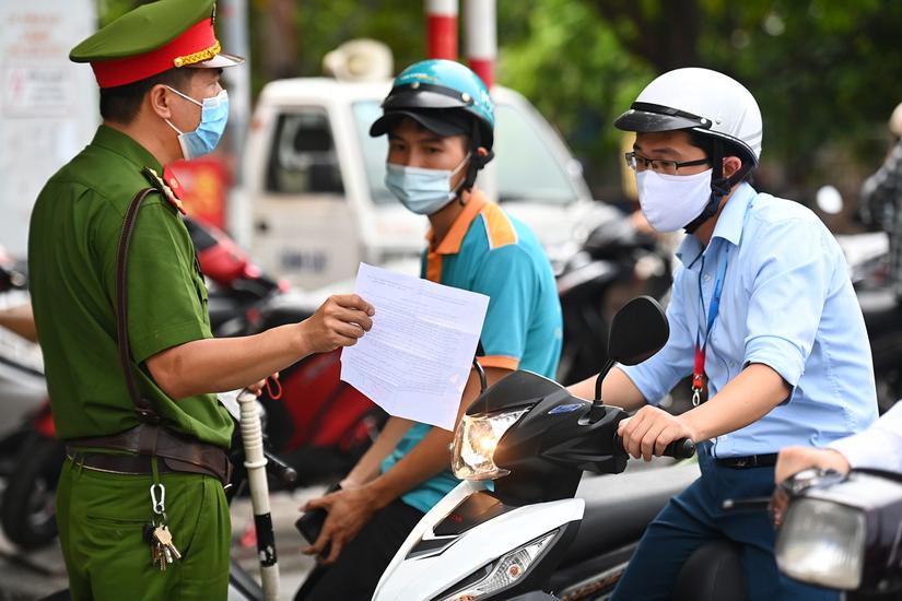 Từ ngày 8/9, Hà Nội sẽ bắt đầu kiểm tra giấy đi đường mới