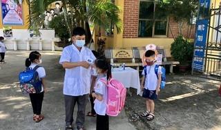Học sinh lớp 1 Bắc Giang vui mừng, háo hức trong ngày đầu tiên đến trường